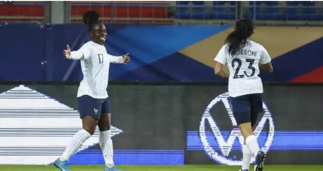 法国戳穿了英格兰在比赛中微弱的防守