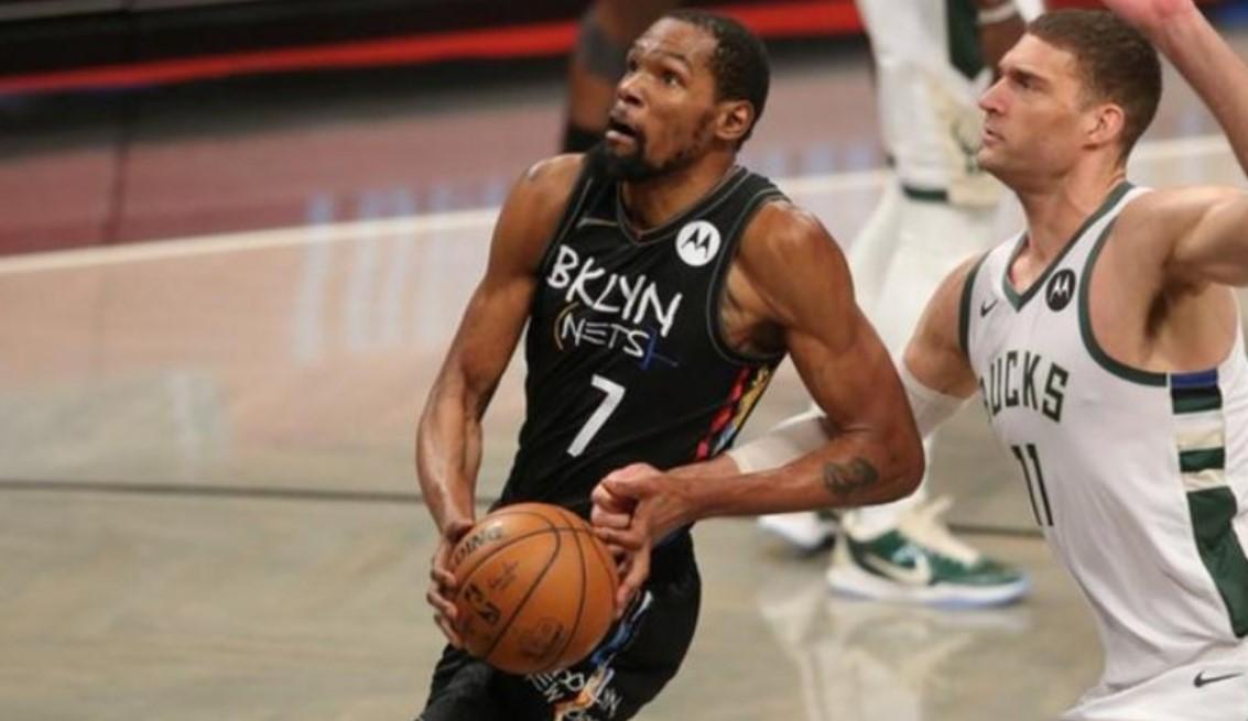 布鲁克林篮网队以 3-2的成绩领先密尔沃基雄鹿队而杜兰特在比赛中得到 49 分