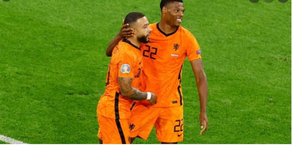 荷兰队击败了奥地利以进入最后16强