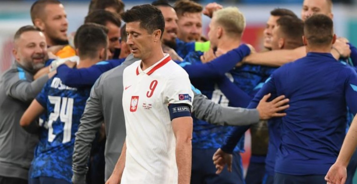 斯洛伐克击败了10-人阵容的波兰