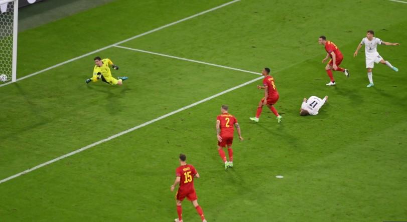 意大利在令人振奋的比赛中击败了比利时队以进入半决赛