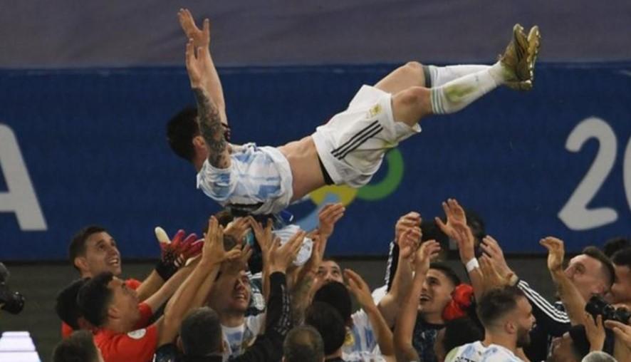 阿根廷击败巴西获得美洲杯冠军,梅西获得了第一个主要国际冠军头衔