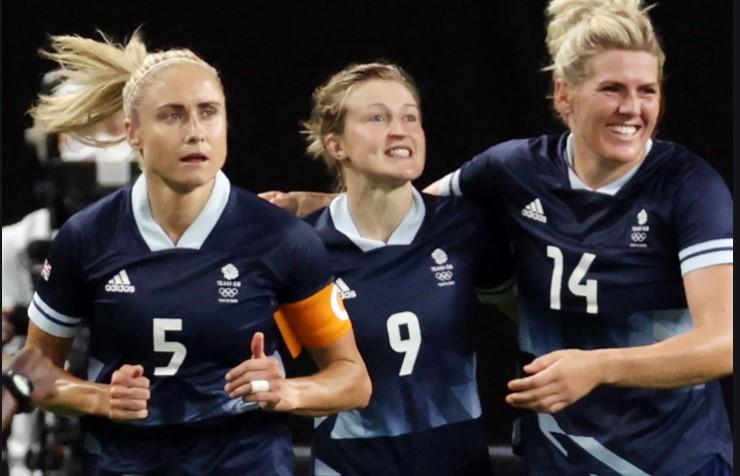 劳伦.亨普在英国女足队中表现惊艳