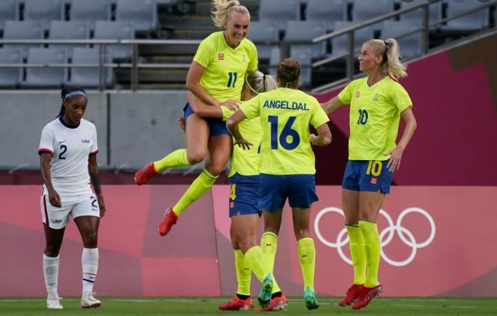 瑞典队结束了美国参加奥运会的 44 场不败战绩