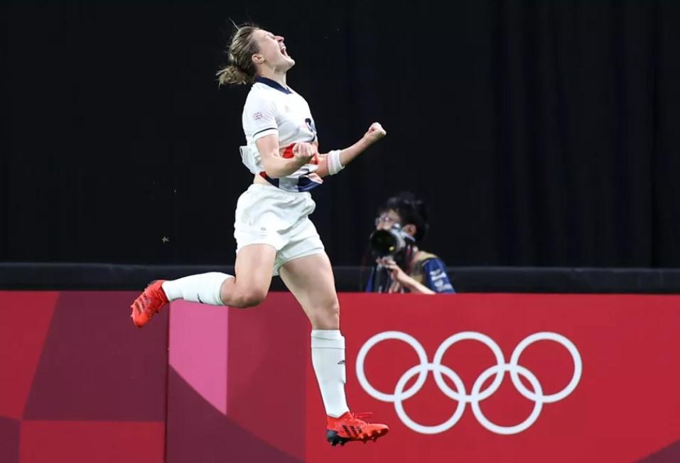 英格兰女子队击败了日本队以晋级淘汰赛阶段