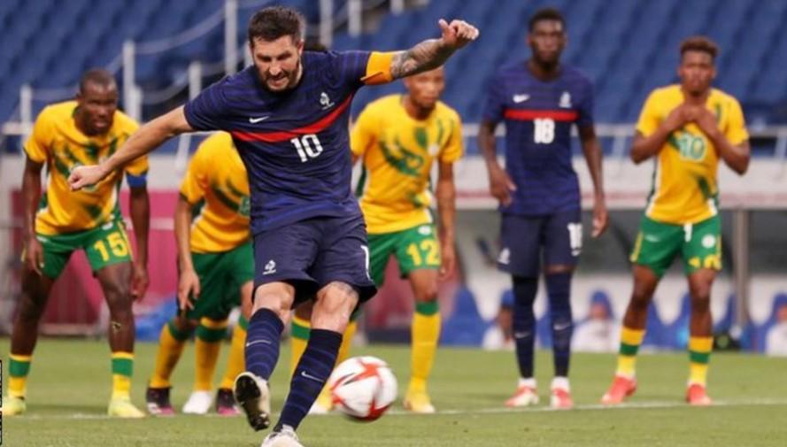 法国在吉尼亚克上演帽子戏法后获胜而巴西与东京形成了平局