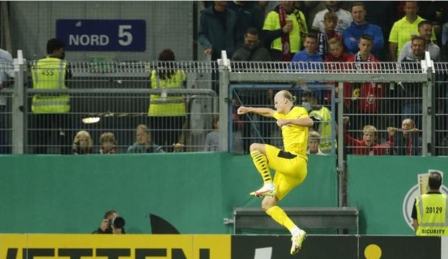 哈兰德在德国足协杯种上演了帽子戏法