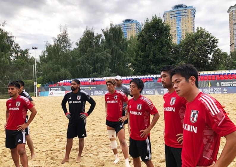 日本沙滩足球国家队在FIFA沙滩足球世界杯前抵达俄罗斯