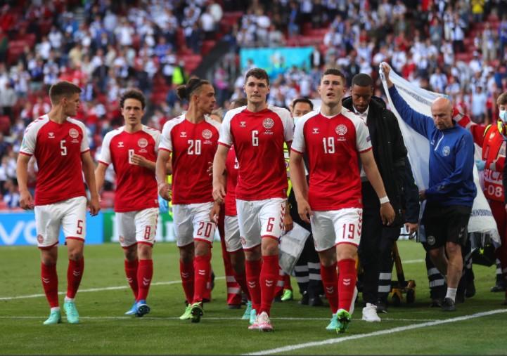 丹麦队伍展示了他们的咬合力