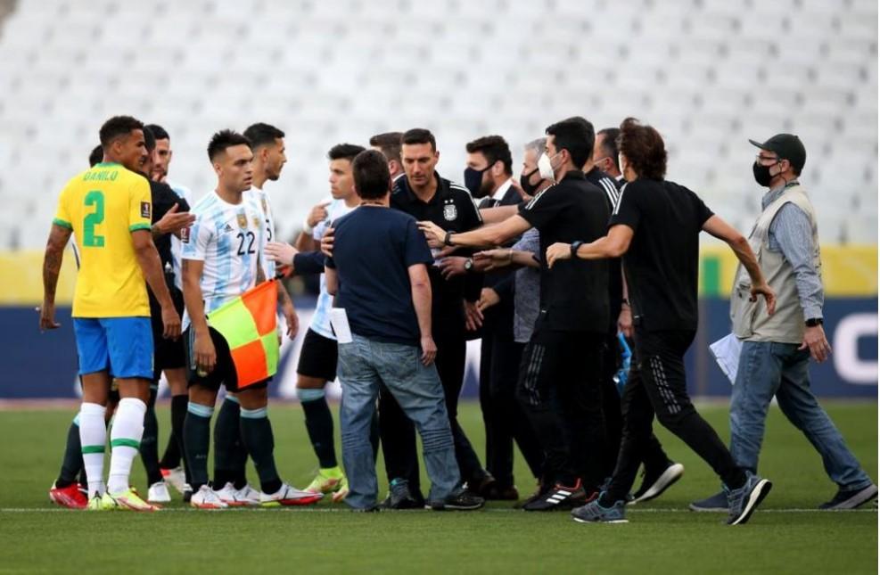 巴西对阿根廷在访问被指控违烦疫情规则的球员后开球五分钟后比赛被放弃