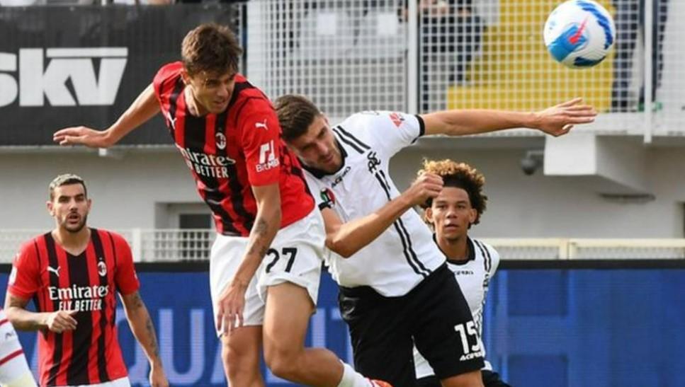马尔蒂尼家族再次为AC米兰得分以击败斯佩齐亚