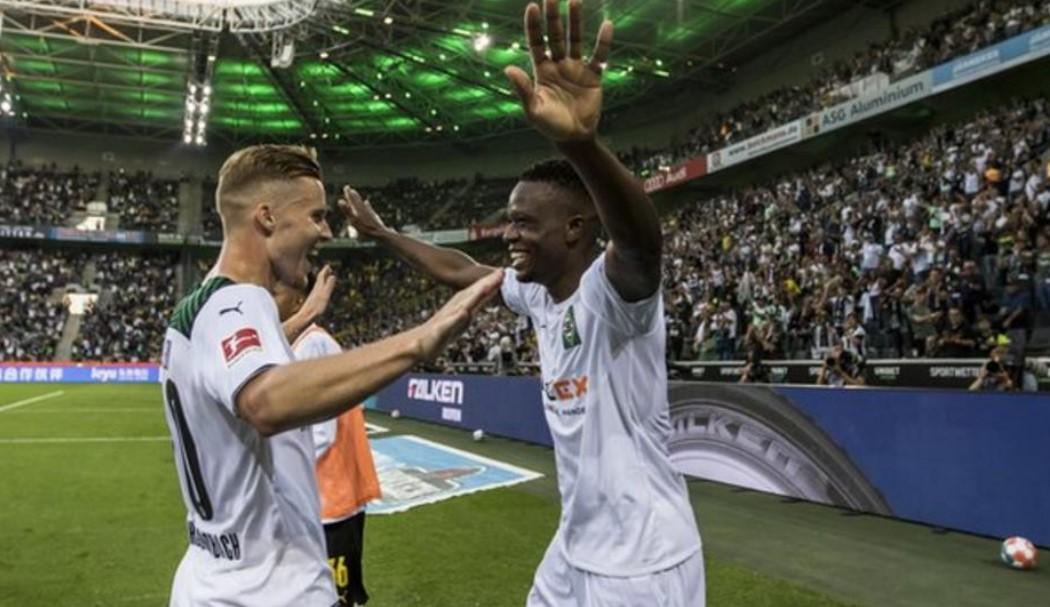 10人组的多特蒙德将输给了门兴格拉德巴赫足球俱乐部