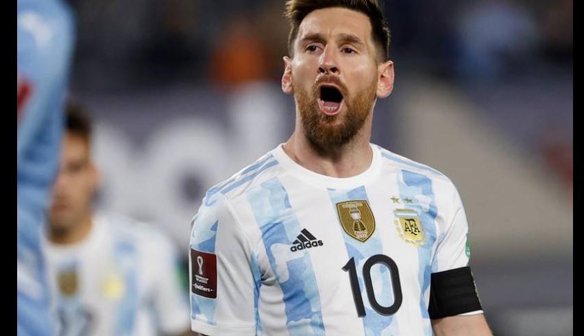 梅西在阿根廷击败乌拉圭的比赛中闪闪发光