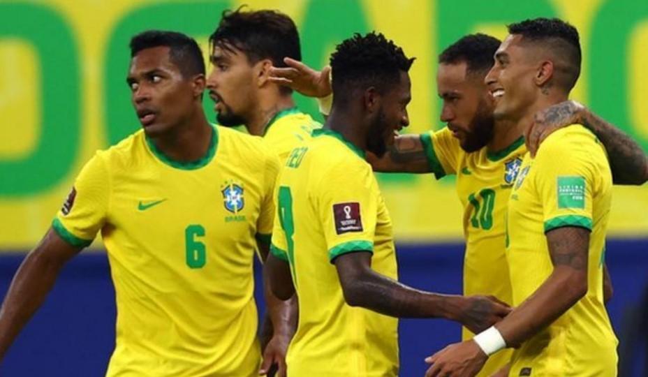 拉斐尔.迪亚斯.贝洛利在巴西战胜乌拉圭的比赛中打进两球