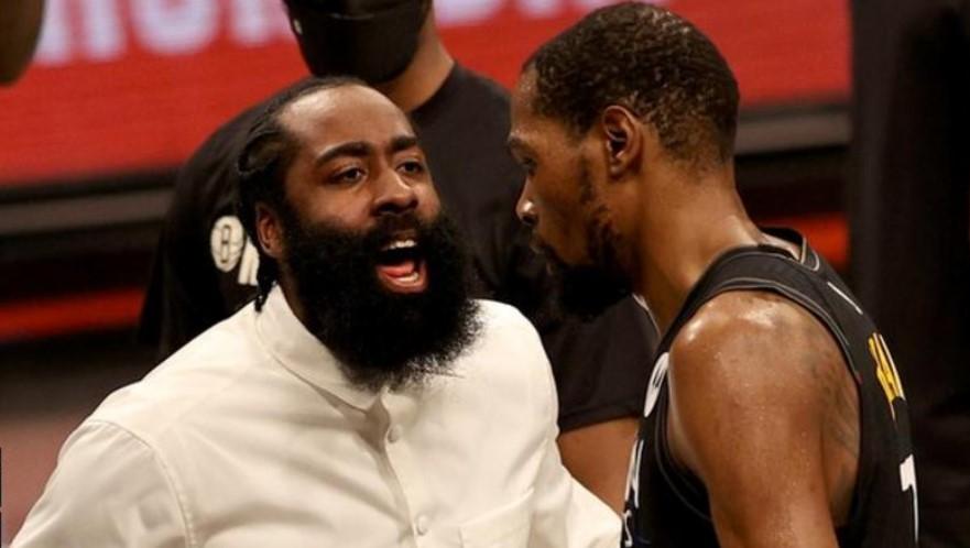 NBA季后赛:凯文.杜兰特带领布鲁克林篮网队大胜密尔沃基雄鹿队