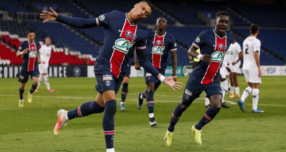 PSG击败里昂登顶,姆巴佩打入第100个法甲
