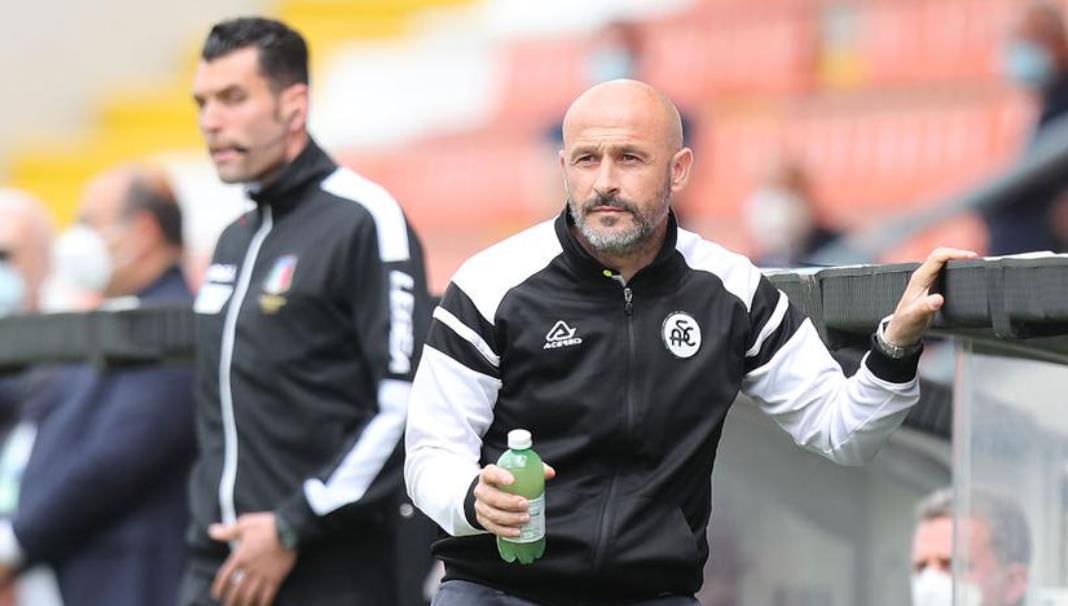 在加图索争吵之后,佛罗伦萨任命意大利人为新教练
