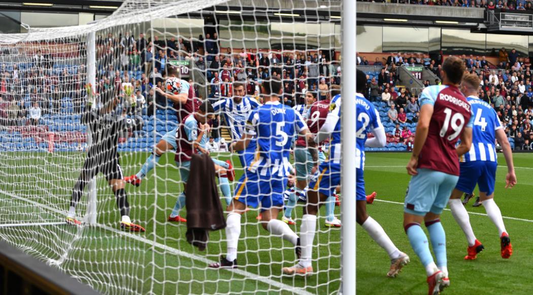 布莱顿在特夫摩尔球场以2-1击败了伯恩利