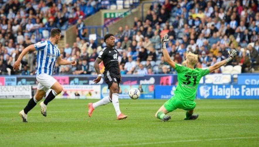 富勒姆击败了哈德斯菲尔德以坐上赛季初英格兰足球冠军联赛榜的榜首