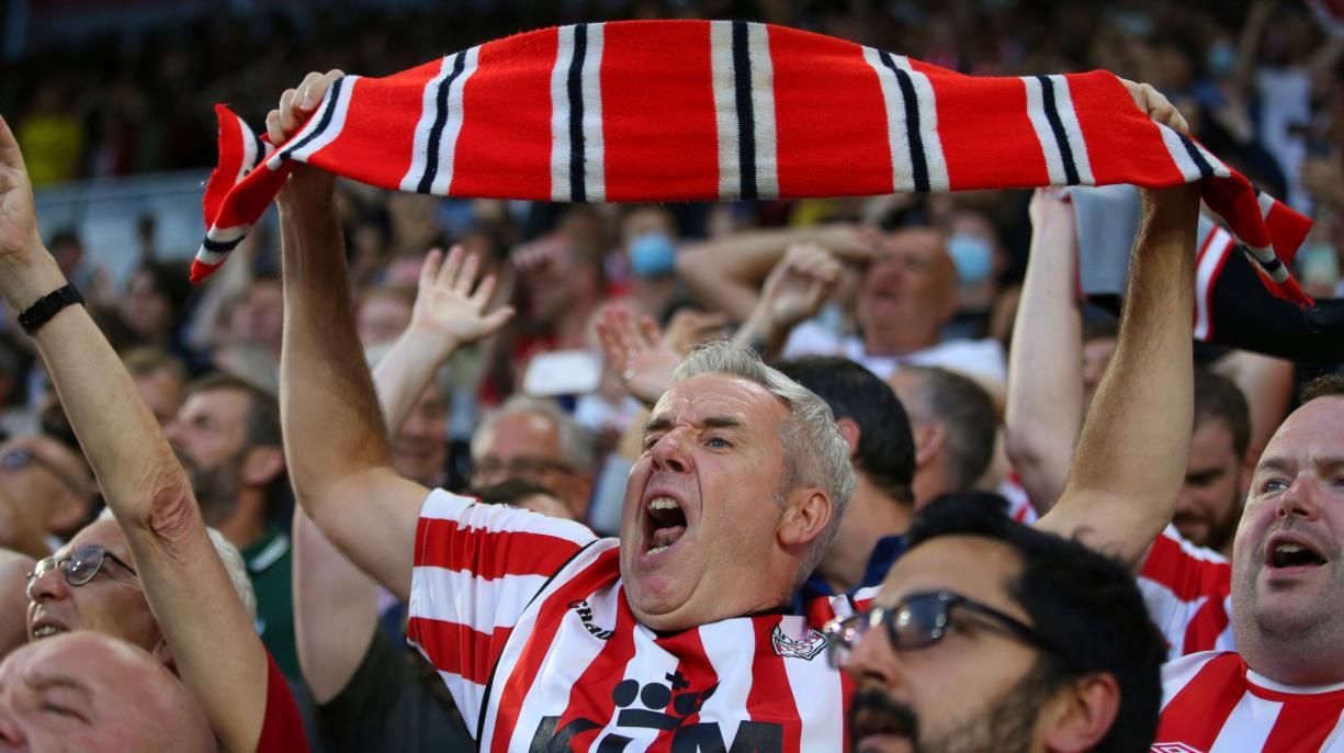球迷表示主场优势回归,博格巴大师班提升曼联