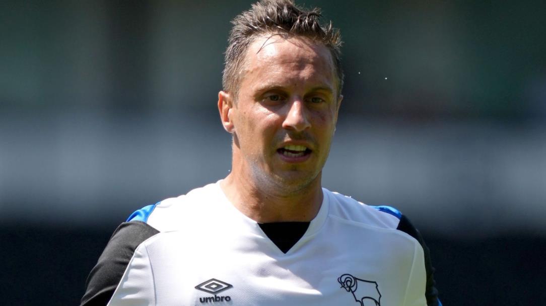 菲尔同意短期德比郡交易、前锋巴尔多克也接近加入鲁尼的球队
