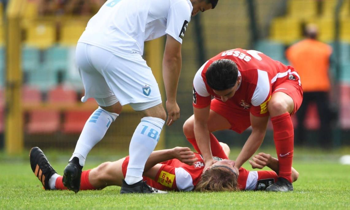 马里奥的弟弟菲利克斯在为凯泽斯劳滕效力时头骨骨折