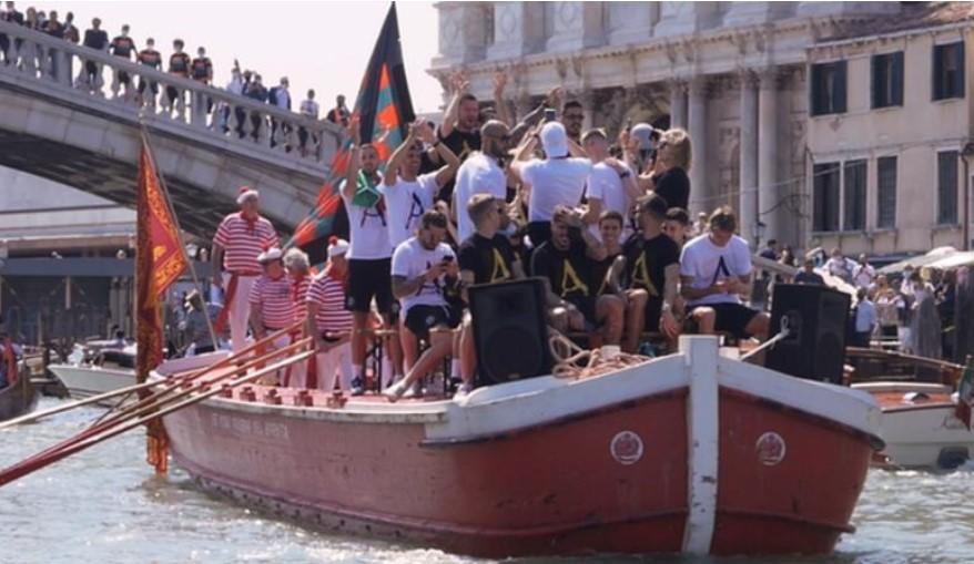 建在水上的俱乐部威尼斯足球俱乐部上升到意大利足球的顶峰