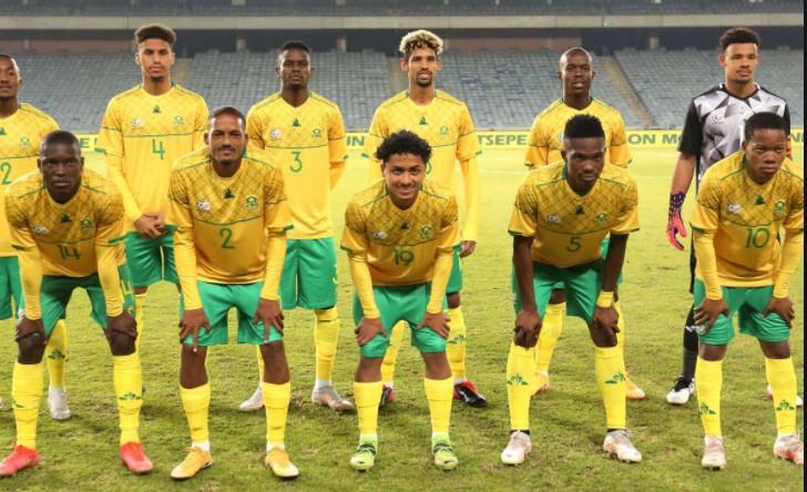 对阵津巴布韦的南非国家足球队小队