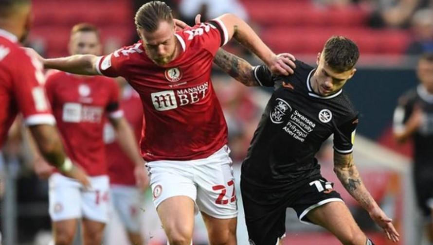 斯旺西城赢得了英格兰足球冠军联赛的第一场比赛