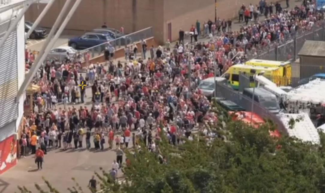 随着英超联赛容量的回归,南安普顿和利物浦遭遇门票问题