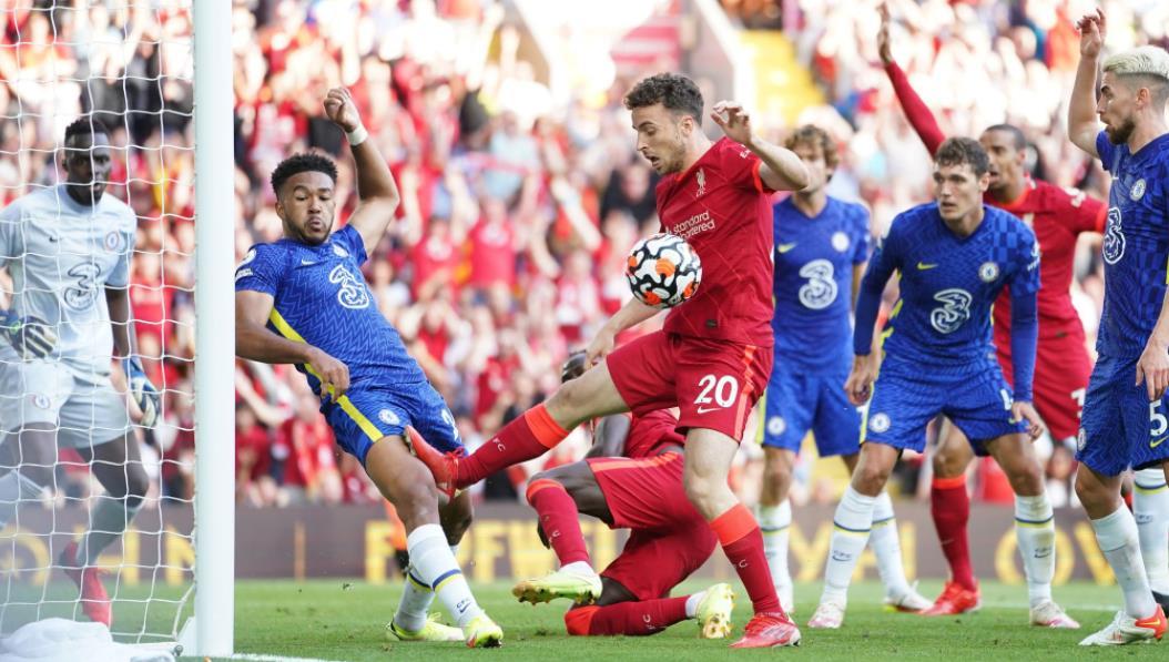 在里斯被罚红牌之后,蓝军在下半场坚持了下来