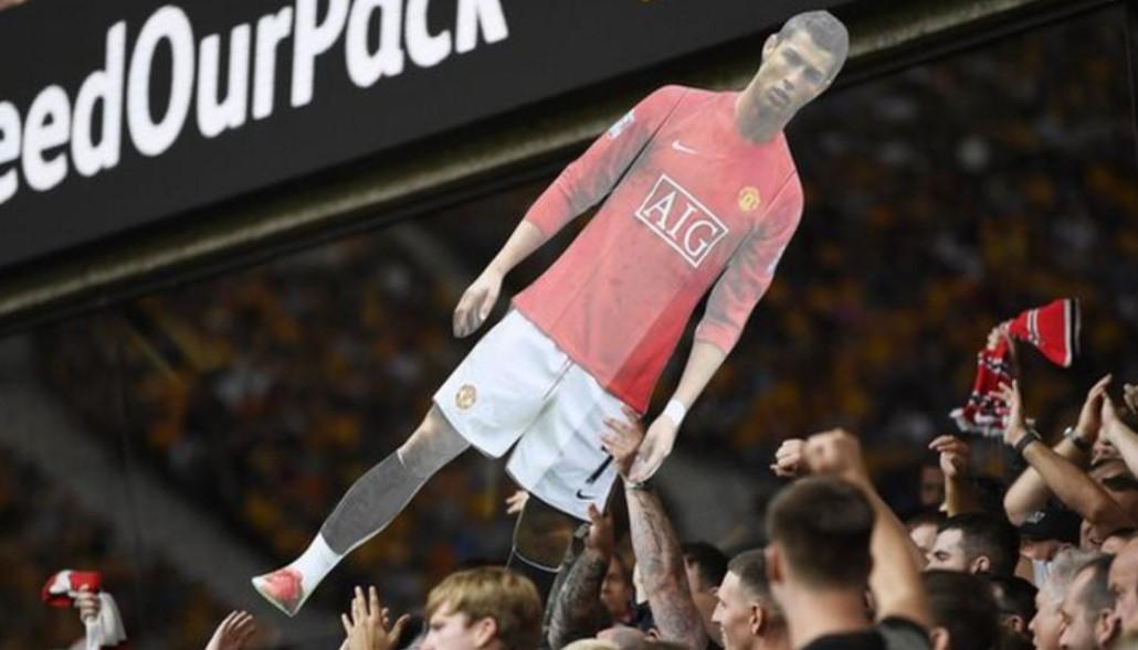 """罗纳尔多图像的纸板剪裁和""""Viva Ronaldo""""的颂歌"""