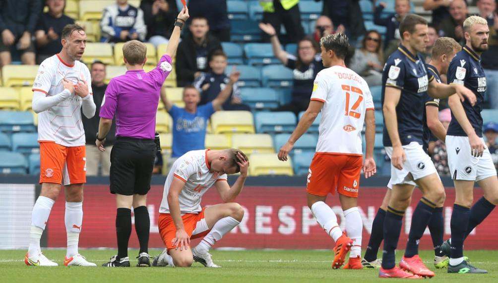 米尔沃尔以2-1击败了布莱克浦队