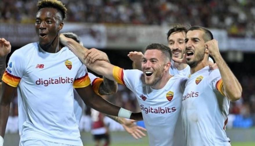 塔米·亚伯拉罕在罗马对阵萨勒尼塔纳的比赛中打进漂亮的一球