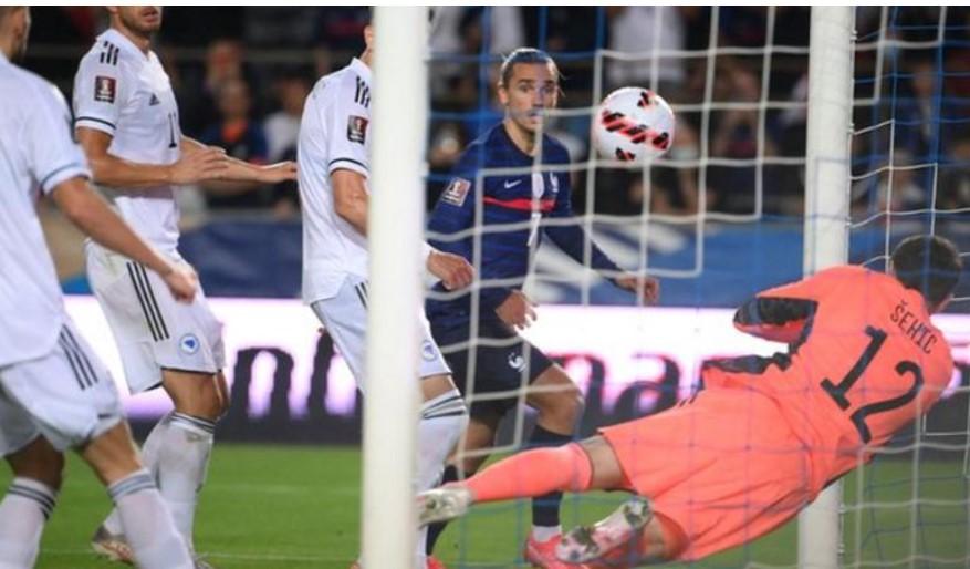 法国队与波黑在世界杯预选赛中战平
