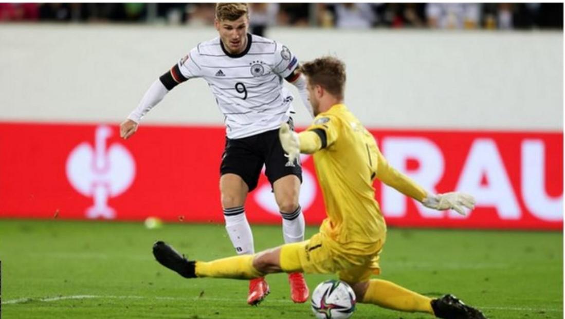 汉斯·弗里克指教德国队的第一场比赛