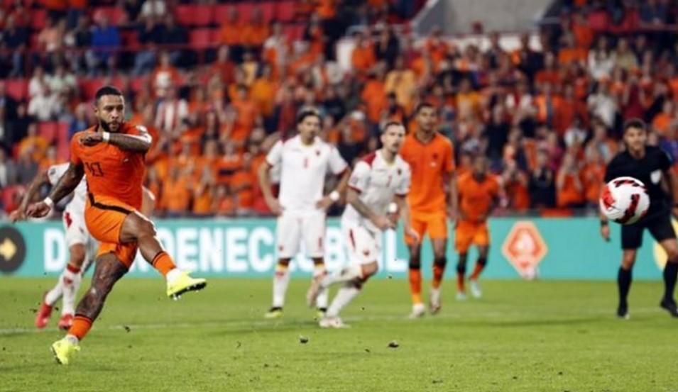 孟菲斯·德佩在荷兰队的胜利中闪闪发光