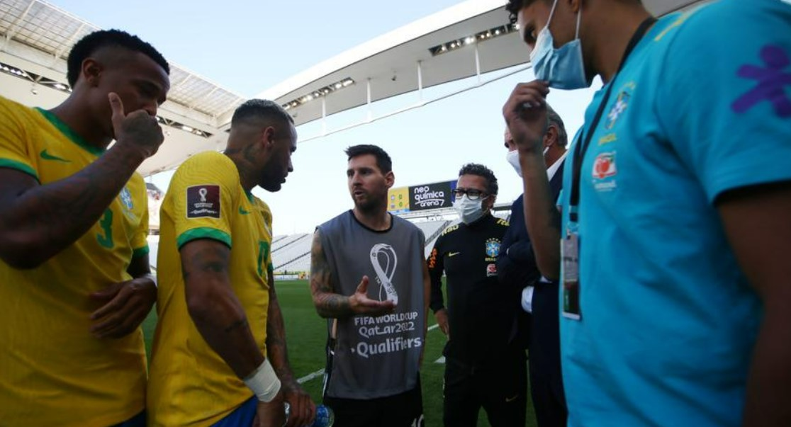 """国际足联主席因凡蒂诺称巴西延期为""""疯狂"""""""