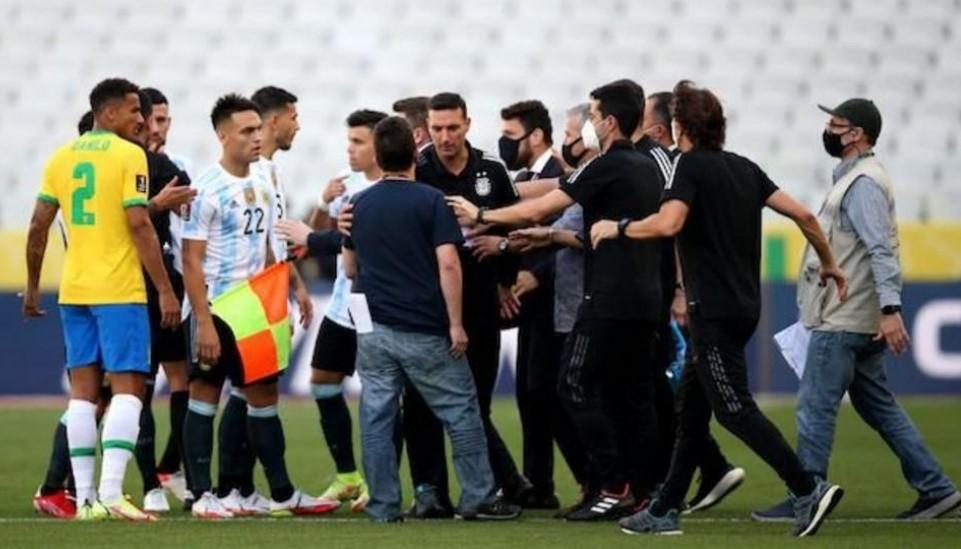 """巴西对阵阿根廷:国际足联""""后悔""""导致比赛暂停的场景"""