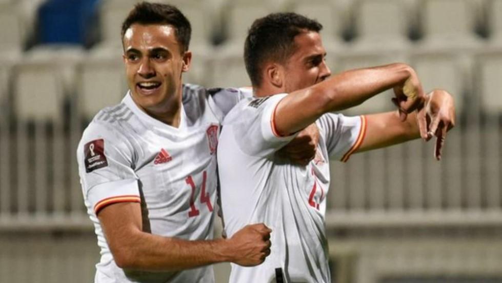 巴勃罗·弗纳尔斯在意大利队的胜利中打进了第一个进球