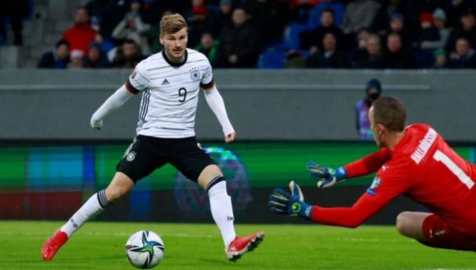 二人组安东尼奥·吕迪格和蒂莫·维尔纳助攻德国队轻松击败了冰岛队