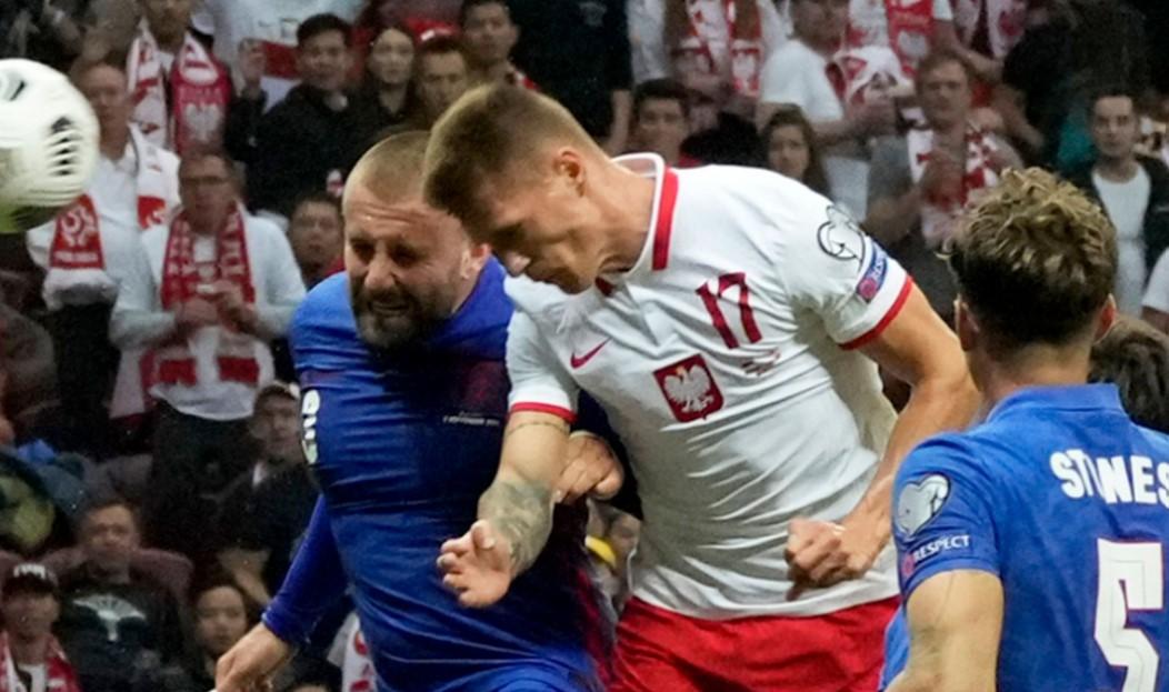 加雷斯捍卫不使用替补,因为他们在世界杯预选赛对阵波兰的比赛中失利