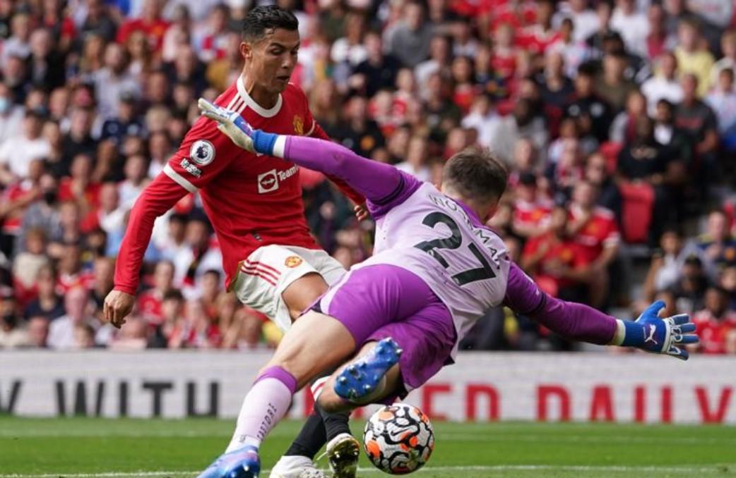 罗纳尔多在曼联回归时打进首球