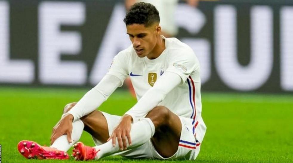 曼联后卫拉斐尔.瓦拉内在欧洲足联国家联赛决赛中受伤