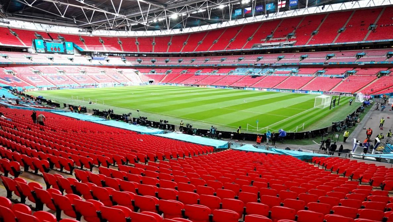 欧足联在周一的最后一场比赛中就人群问题举行听证会