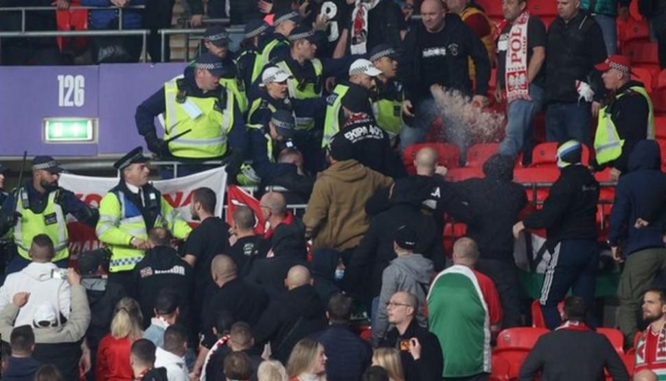 英格兰对匈牙利的比赛在温布利球场中遇到麻烦